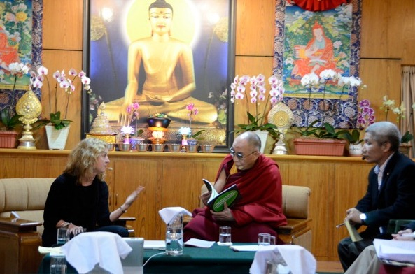 a picture of Elke Weber with the Dalai Lama